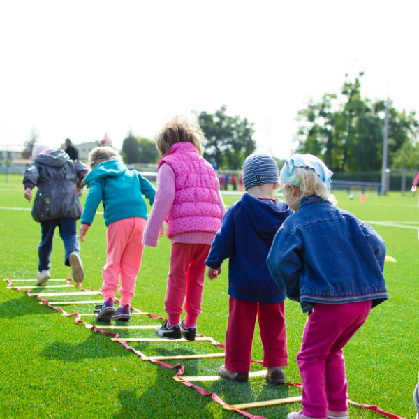 Na Vysočině funguje Spolek pro rozvoj svobodného vzdělávání. Spojuje v sobě filosofii Waldorfské školy, zážitkové a lesní pedagogiky a projektu Učíme se venku. V článku se dozvíte, jak funguje Waldorfská […]
