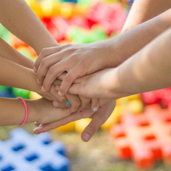 V dnešní době je ve školách velmi vyhledávaný a propagovaný individuální přístup k dítěti. Je snaha tvořit malé třídy, kde je prostor věnovat se každému tak, aby si děti ze […]