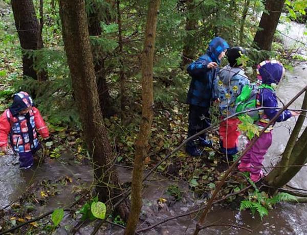 Ve Vlčím doupěti jsou děti blízko přírodě a učí se zodpovědnosti